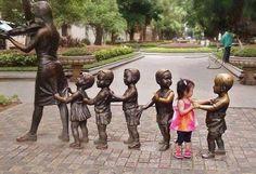 Il mondo non si mantiene che per il fiato dei bambini. (Talmud) (la scultura si trova sull'isola di Shamian, Cina) pic.twitter.com/5vIcY1NjJf