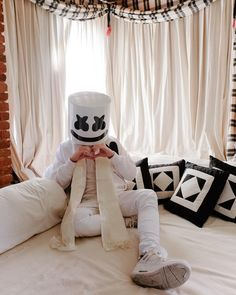 Read from the story Imagenes de Marshmello by Ari_la_kawaii (Ari) with 129 reads. Dj Marshmello Costume, Marshmallow Costume, Hd Wallpapers For Mobile, Cute Wallpapers, Marshmallow Pictures, Marshmello Wallpapers, Edm Music, Alan Walker, Cozy Corner