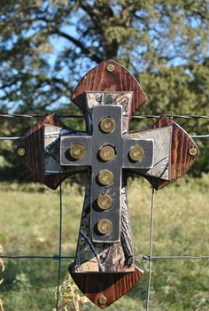 Real Tree Camo Wall Cross, well not necessarily camo. Camo Crafts, Wood Crafts, Redneck Crafts, Hunting Crafts, Diy Crafts, Wooden Crosses, Wall Crosses, Mosaic Crosses, Country Decor