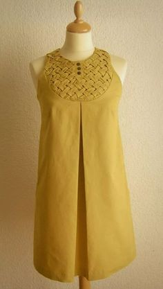 Tent Dress - had 'em, wore 'em Latticed shift dress from MQuin. possible bridesmaid dress? inspiration for a pin-tucked L ooh, this with a cute bob. Kurta Designs, Blouse Designs, Casual Dresses, Fashion Dresses, Kurta Neck Design, Dress Neck Designs, Look Fashion, Fashion Design, Pakistani Dress Design