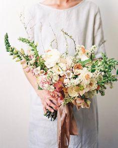 28 Simple Floral Design by Sarah Winward - weddingtopia Spring Wedding Flowers, Bridal Flowers, Flower Bouquet Wedding, Floral Wedding, Yellow Bouquets, Flower Company, Wedding Flower Inspiration, Wedding Ideas, Bride Bouquets