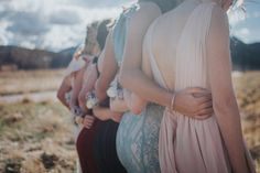 Prom poses with friends. Prom style Prom hair Prom photo ideas #prom #taraviscontiphotography