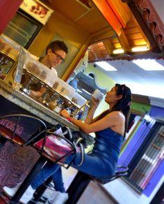 A R O M A  D I  C A F F É   Te acompañamos en cada instante de tu visita. Vive y disfruta del mejor café  en: #AromaDiCaffé  #MomentosAroma #SaboresAroma #ExperienciaAroma #Caracas #MejoresMomentos #Amistad #Compartir #Café #CaféVenezolano #Coffee #Capuccino #LatteArt #CoffeePic #CoffeeLovers #CoffeeCake #CoffeeTime #CoffeeBreak #CoffeeAddicts #CoffeeHeart #Cenital #InstaPic #InstaMoments Visítanos en el C.C. Metrocenter pasaje colonial.