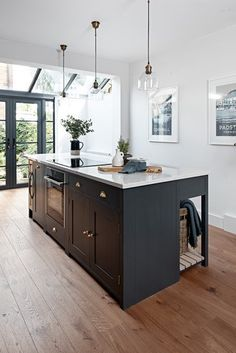 Not thinking through the styling or overdoing Shaker style kitchen island can ruin your kitchen decor and make your kitchen island feel rather cumbersome. Kitchen Interior, Shaker Style Kitchens, Luxury Kitchens, Kitchen Cabinet Styles, Shaker Style Kitchen Cabinets, Home Kitchens, Kitchen Styling, Kitchen Renovation, Kitchen Design