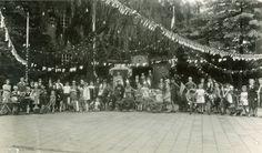 Terug naar toen: Het eerste bevrijdingsfeest Foto: Dhr van der Linden, EindhovenFoto: Dhr van der Linden, Eindhoven 18 September 1945. De Tweede Wereldoorlog is nog maar enkele weken voorbij. Op 9 augustus was Japan onvoorwaardelijk gecapituleerd. De atoombommen op Hiroshima en Nagasaki waren de laatste oorlogshandelingen geweest. #bevrijding