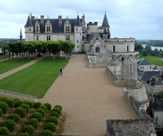 2. Château d'Amboise    Photo Credit: Philippa_MChâteau d'Amboise was one of the homes of King François I that he actually enjoyed living in. This magnificent …