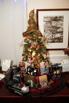 A Harry Potter Christmas tree complete with ornaments and train?? YES PLEASE