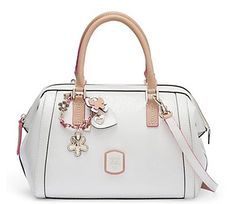 Bought this Purse Today , and I absolutely love it!! GUESS Frosted Box Satchel  White: Bekleidung