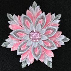 Handmade Girl's Pink Flower Hair Clip/Bow por PrettyBlossomBows