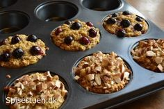 Jeg er glad! Mine bagte havregrøds muffins er bare gode :-) De har en god konsistens og en skøn smag! De smager skønt både lune og kolde, og er perfekte til morgenmad på farten, madpakken, eller so… Healthy Baking, Healthy Desserts, I Love Food, Good Food, Baking Recipes, Snack Recipes, Brunch Cafe, Danish Food, Food Inspiration