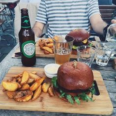 Drovers Dog, Amsterdam, Netherlands | 17 Veggie Burgers You'll Go Vegan For Amish Recipes, Dutch Recipes, Great Recipes, Spicy Potato Wedges, Lentil Patty, Amsterdam Netherlands, Beetroot, Arugula, Going Vegan