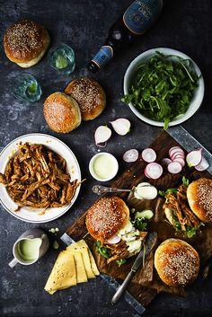 picante-jalapeno.blogspot.com: Burgery z szarpaną wieprzowiną (pulled pork), marynowaną rzodkiewką i majonezem wasabi
