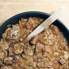 Schab w sosie cebulowo-pieczarkowym Pork loin, onion and mushroom stew Quick Recipes, New Recipes, Cooking Recipes, Slovakian Food, European Dishes, Yummy Mummy, Polish Recipes, Pork Dishes, Healthy Dishes