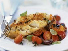 Gebackener Kabeljau mit Tomaten ist ein Rezept mit frischen Zutaten aus der Kategorie Meerwasserfisch. Probieren Sie dieses und weitere Rezepte von EAT SMARTER!
