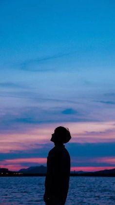 New drawing couple poses sad ideas Boys Wallpaper, Tumblr Wallpaper, Galaxy Wallpaper, Wallpaper Backgrounds, Wallpaper Lockscreen, Dark Wallpaper, Cellphone Wallpaper, Boy Silhouette, Silhouette Pictures