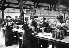 1916   Photos Anciennes - Les femmes durant la première Guerre Mondiale