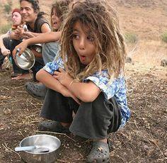 Lil' hippie boy with dreads Hippie Boy, Hippie Bohemian, Bohemian Style, Kids With Dreadlocks, Afro Dreads, Kids Dreads, Baby Dreads, Festivals, Hippie Lifestyle