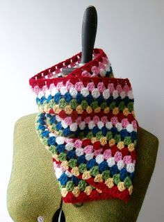 Easy Peasy Granny Crochet Cowl. Free pattern with tutorial.