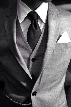 Le classique costume 3 pièces gris, toujours aussi bon