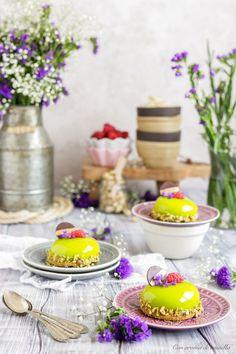 Mousse de pistacho con frambuesa y glaseado espejo | Con aroma de vainilla