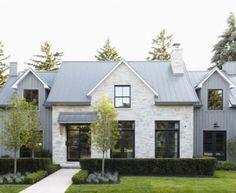 Beautiful Modern Farmhouse Exterior Design 22