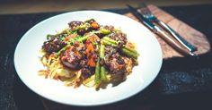 <p>Comme dit le&nbsp;chef suisse Olivier Shlegel, ce plat typique est du bonheur total : foie de veau et r&ouml;stis, le tout cuisin&eacute; avec du beurre!&nbsp;Apprivoisez le foie de veau d&#39;une belle fa&ccedil;on avec cette d&eacute;licieuse recette, parfaite pour re&ccedil;evoir.&nbsp;</p> Japchae, Beef, Ethnic Recipes, Food, Vinegar, Yummy Recipes, Meat, Meals, Ox