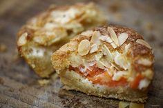 Crustless almond melon tarts