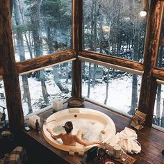 This is the perfect snowy retreat 😍👌 Ushuaia, Tierra del Fuego 🇦🇷 📸: Dream Home Design, My Dream Home, House Design, Cabin Design, Winter Cabin, Cozy Cabin, Cabin Tent, Cosy Winter, Treehouse Cabins