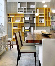 Inspiração. Sala. Decoração em cinza e amarelo. Madeira. DIY.
