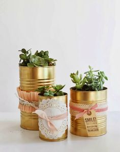 oh my little dears: The Golden Can DIY. You know I love gold spray paint! Tin Can Crafts, Diy Crafts, Tin Can Decorations, Tin Can Centerpieces, Aluminium Box, Diy Drums, Deco Originale, Gold Spray Paint, Diy Art Projects