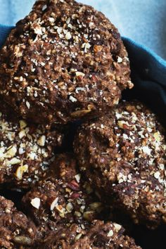rugbrødsboller Healthy Treats, Healthy Recipes, Healthy Food Alternatives, Food Crush, Bread Baking, Chocolate Recipes, Great Recipes, Bakery, Brunch