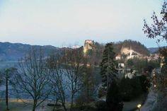 #Bled Blick auf die Bleder Burg, die Kirche und den See
