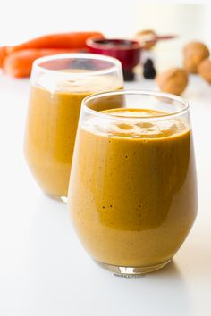 This creamy carrot smoothie is so good for your skin and to treat cup carrots g) 1 banana ⅓ cup prunes g) ¼ cup walnuts g) ½ tsp ground cinnamon ¼ tsp ground nutmeg 1 tsp vanilla extract or one piece vanilla bean 2 cups water or almond milk ml) Carrot Smoothie, Juice Smoothie, Smoothie Drinks, Detox Drinks, Yummy Smoothies, Yummy Drinks, Healthy Drinks, Simple Smoothies, Milk Shakes