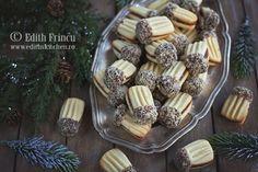 fusercuri-papuci-1 Romanian Desserts, Romanian Food, My Recipes, Cookie Recipes, Dessert Recipes, Macarons, Delicious Deserts, Galletas Cookies, Sweet Pastries