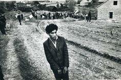 josef koudelka. 1963. Hombre en el lugar de ejecución.