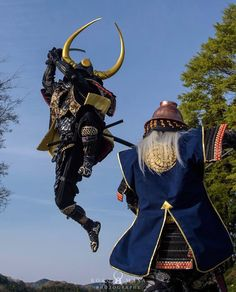 Collection of photos showing the beauty of Japan including landscape photos,Japanese martial arts, Samurai history and beautiful Japanese women. Samurai Weapons, Samurai Armor, Arm Armor, Japanese Art Samurai, Japanese Warrior, Medieval Armor, Medieval Fantasy, Samurai Poses, Armadura Medieval