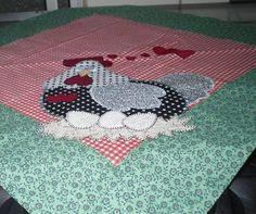 Toalha de chá em patchcaplque, tema galinha apaixonada. Tecido 100% algodão.