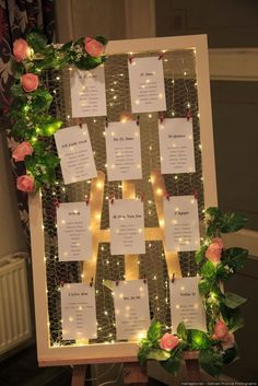 55 original ideas for creating the table plan of your wedding .- 55 originelle Ideen zur Erstellung des Tischplans Ihrer Hochzeit 55 original ideas for creating your wedding table plan # creation their - Wedding Reception Seating, Seating Chart Wedding, Table Wedding, Seating Charts, Wedding Venues, Wedding Table Planner, Wedding Ceremony, Wedding Entrance Table, Wedding Table Assignments