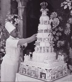 Princess Grace's six-tier wedding cake was made to feed 600 guests. It was made by patisserie chefs from Monaco's Hotel de Paris, and was a stunning showcase of the art of sugarcraft in Royal Icing. The cake is said to have been cut by Prince Rainier III with a sword.