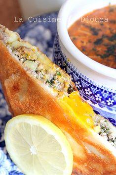 Bourek annabi, brick à la viande hachée et oeuf coulant Algerian Recipes, Algerian Food, Hot Dog Buns, Sweet Recipes, Brunch, Menu, Yummy Food, Dishes, Fruit