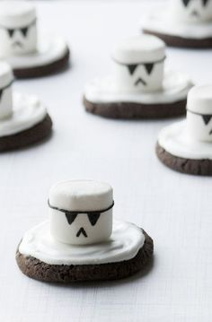 """Star Wars Storm Trooper Marshmallow Cookie // """"May the 4th be with you!"""""""