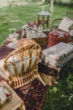 Hochzeitstrend Teppiche, Eine Boho Waldhochzeit in Marsala #hochzeit #bohemian Bohemian Wedding