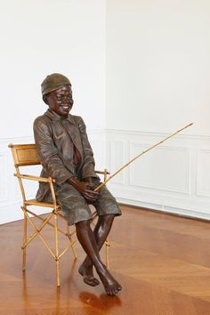 Dans le goût de Goldscheider Jeune homme à la canne à pêche Plâtre polychrome et assise en bambou H. 140 cm L. 80 cm - FauveParis - 12/09/2015