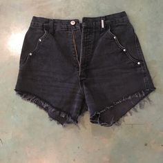 Rockies cut off shorts Has no pockets on the back. Silver details on the scallops. Never worn. Rockies Shorts Jean Shorts