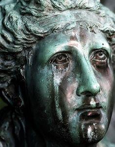 File:Cincinnati - Spring Grove Cemetery & Arboretum - Weeping Angel statue face.jpg