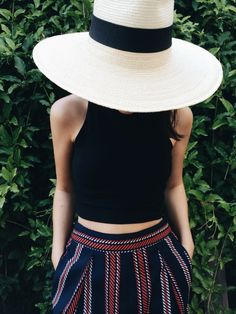 summer hat and cropped top