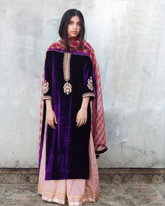 eternally chic festive pieces come in lush for Fall. Velvet Pakistani Dress, Pakistani Formal Dresses, Pakistani Dress Design, Pakistani Outfits, Indian Outfits, Pakistani Clothing, Indian Clothes, Designer Party Wear Dresses, Indian Designer Outfits