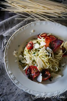 Pasta in Parmesanbutter mit Rösttomaten - Spaghetti in parmesan butter with roasted tomatoes