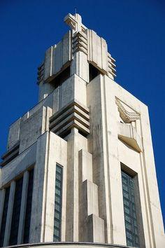 New Art Deco Design Architecture Style Ideas Architecture Art Nouveau, Amazing Architecture, Architecture Details, Bauhaus, Estilo Art Deco, Streamline Moderne, Art Deco Buildings, Building Art, Art Deco Period