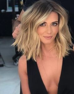 Short bob hairstyles have always been popular. Nowadays, hairstyle art is pursuing a more natural appearance. Simple, natural and energetic. So, what kind of short Bob hairstyle meets these requirements? Medium Hair Cuts, Medium Hair Styles, Short Hair Styles, Trending Hairstyles, Short Bob Hairstyles, Men's Hairstyles, Formal Hairstyles, Popular Hairstyles, Blunt Hair